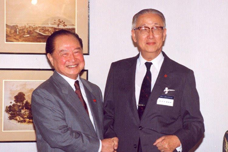 1998年10月14日,辜振甫與汪道涵在上海舉行第二次「辜汪會談」(取自網路)