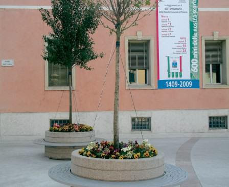 Spotlight: Onice Planter with Bench | Urban Effects