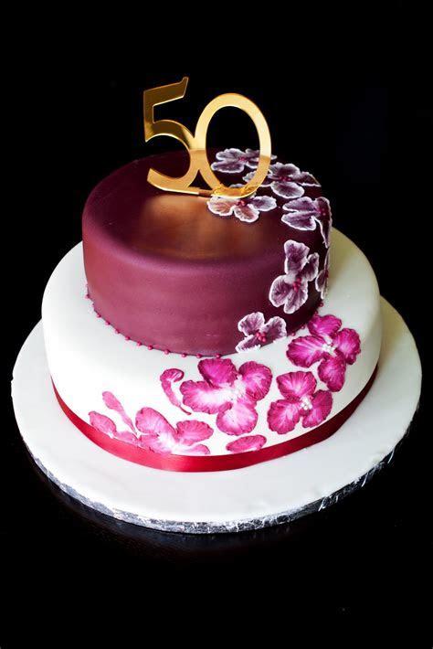 Jocelyn's Wedding Cakes and More .: Custom Cake/Elegant