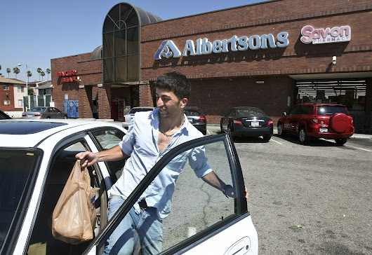 Grocer Albertsons Cos., parent of Vons, plans public stock offering