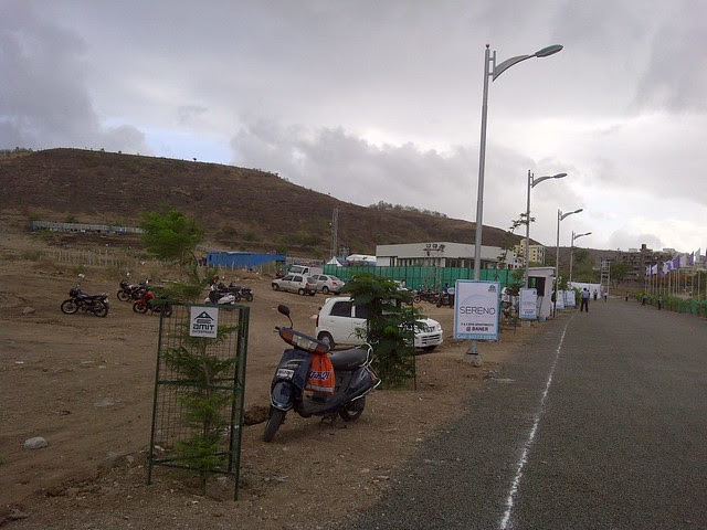Approach road & site office of Amit's Sereno, 2 BHK & 3 BHK Flats near Pancard Clubs, Baner Pune 411045
