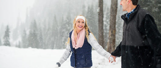 Snowy Engagement Session at Alpental | Seattle Wedding Photographers »