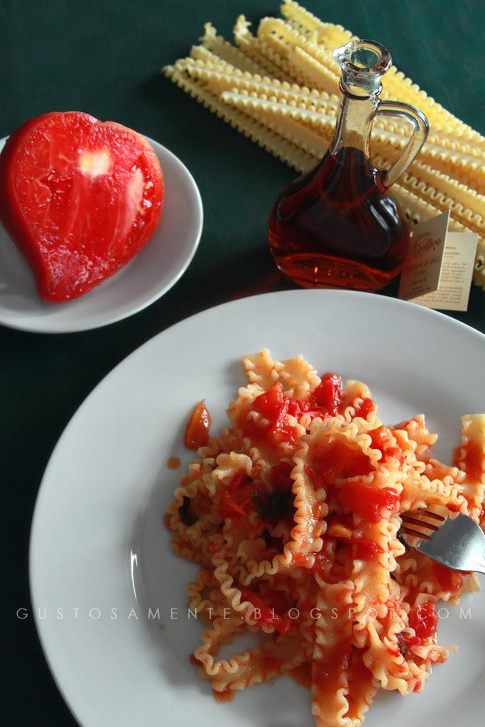 Mafalde al pomodoro fresco e basilico e colatura di alici di Cetara