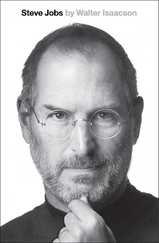 "Capa de ""Steve Jobs"", primeira biografia autorizada do ex-executivo-chefe da Apple, escrita por Walter Isaacson"