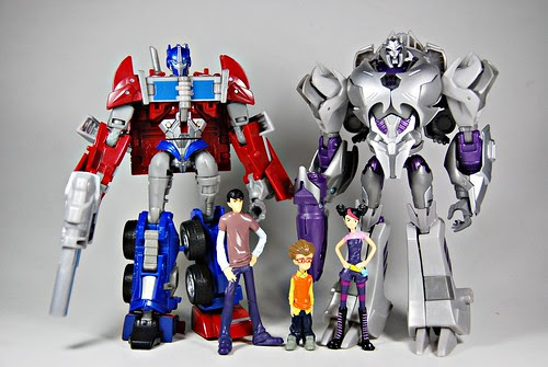 Transformers Prime: Optimus, Megs & the humans...