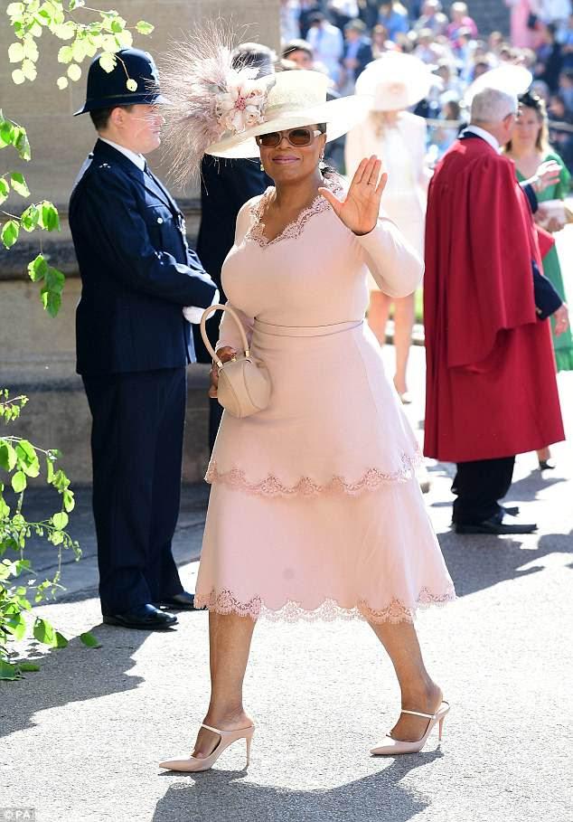 Impressionante: Oprah Winfrey virou a cabeça no casamento real entre o Príncipe Harry e Meghan Markle na Capela de São Jorge no Castelo de Windsor no sábado