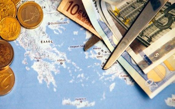 Έκρηξη Έλληνα τραπεζίτη:''Τα σκά..ωσαν μία και το ξανακάνουν''