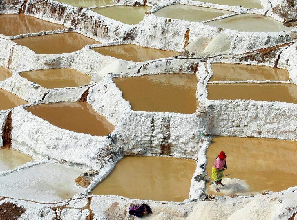As belas Salinas de Maras encravadas nos penhascos peruanos 11