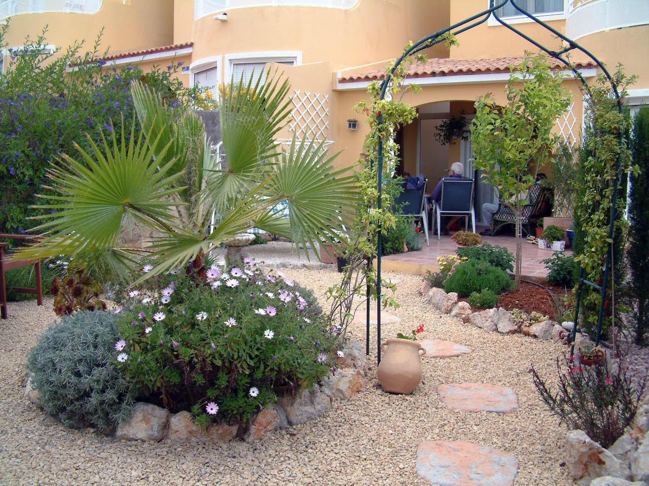 Practical Landscaping Ideas Using Gravel and Grass  udawimowul