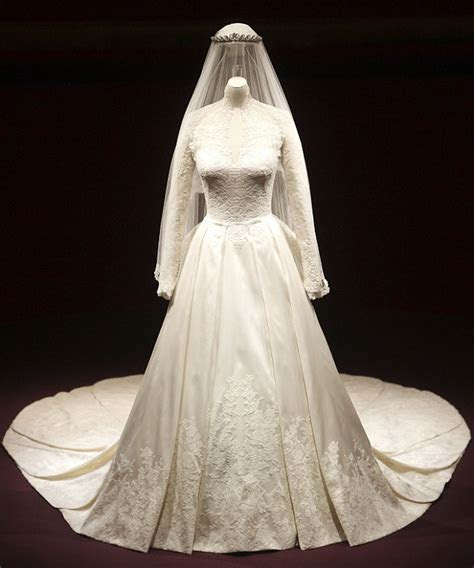 Kate?s Wedding Dress, Shoes, Tiara go on Display at