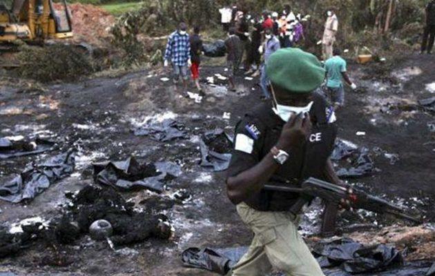 Εξοργισμένοι μουσουλμάνοι έκαψαν ζωντανούς οχτώ ανθρώπους για υποτιθέμενη βλασφημία