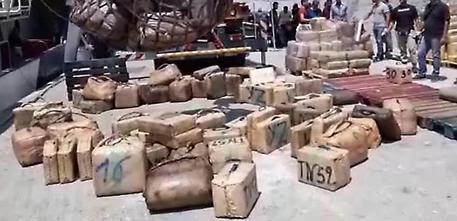 Sequestrata nave con 20 tonnellate hashish, 11 arresti © ANSA