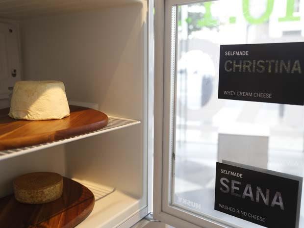 Os queijos produzidos com bactérias humanas estão em exposição em Dublin (Foto: GROW YOUR OWN...LIFE AFTER NATURE at Science Gallery at Trinity College Dublin)