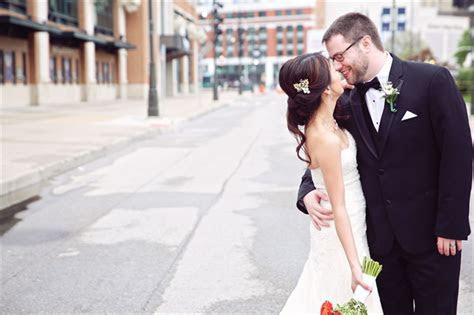 "Katrina   Jeff Say ""I Do"": A Detroit Wedding   Emmaline Bride"