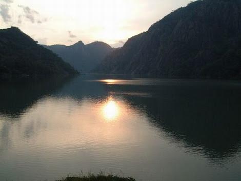 SONGO - por de sol no rio Zambeze_resize.jpg