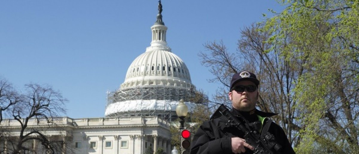 A U.S. Capitol police officer guards the perimeter in front of the U.S. Capitol Building after a shooting at the U.S. Capitol Visitors Center in Washington March 28, 2016.    REUTERS/Joshua Roberts