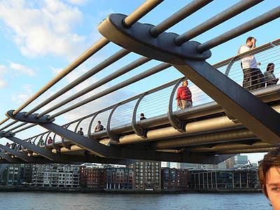 millenium Bridge le soir.jpg