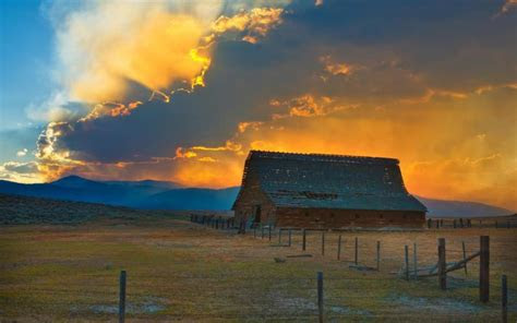 hd glorious sunset   barn wallpaper