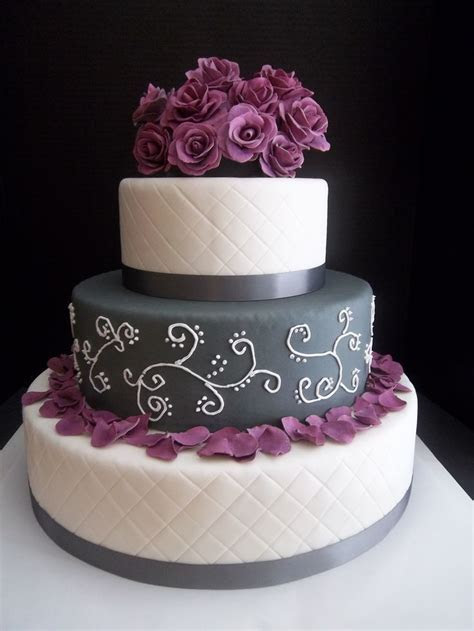 Best 25  Purple wedding cakes ideas on Pinterest   Purple