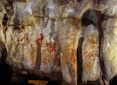 Pinturas en la cueva de La Pasiega hechas por neandertales hace más de 64.000 años. Foto: P. Saura