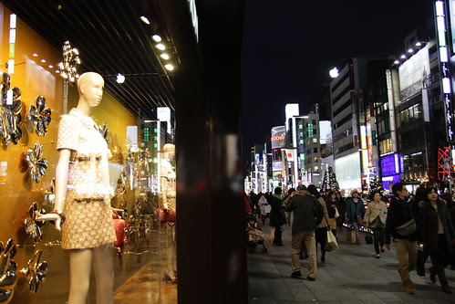 Just a mannequin in Ginza trying to escape
