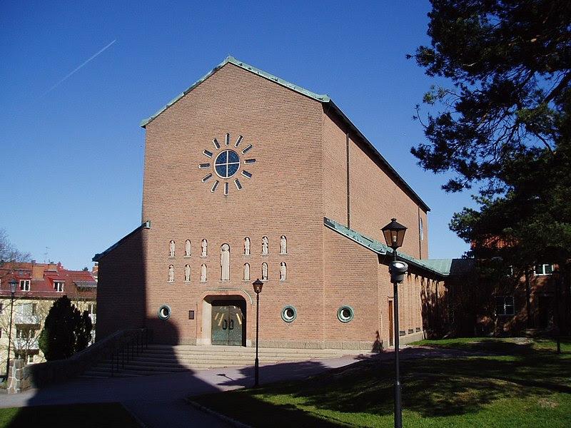 Essinge kyrka front.jpg