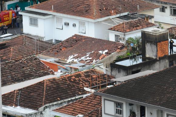 Justiça determina que PSB indenize morador de casa atingida por avião de Campos