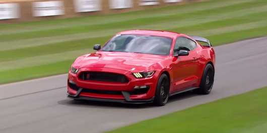 Watch a Mustang Shelby GT350R scream up the hill at Goodwood