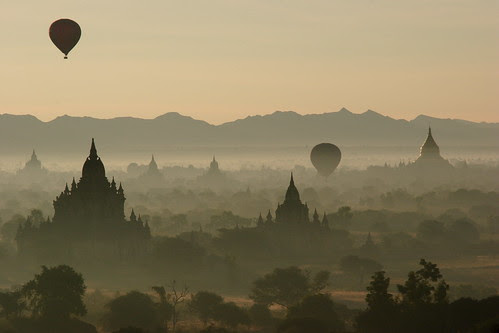 sunrise over bagan por David Haberlah