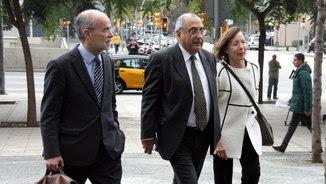 L'exconseller Joaquim Nadal arriba a la Ciutat de la Justícia de Barcelona acompanyat dels exconsellers Antoni Castells i Montserrat Tura (ACN)