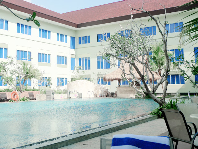 aston tanjung pinang bintan swimming pool
