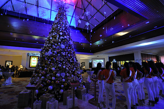 Waterfront Airport Hotel and Casino lights up Christmas Tree 2017