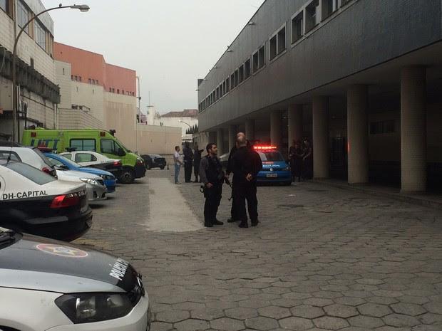 Polícia civil foi para o hospital após invasão de criminosos (Foto: Nicolas Satriano/ G1)