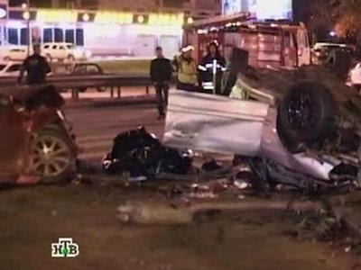 Удар был настолько сильный, что водителя пострадавшего автомобиля и его пассажирку извлекали спасатели МЧС. По сообщениям СМИ, оба погибли на месте. Сама машина в буквальном смысле разлетелась на куски. Владелец Кадиллака с места аварии скрылся.