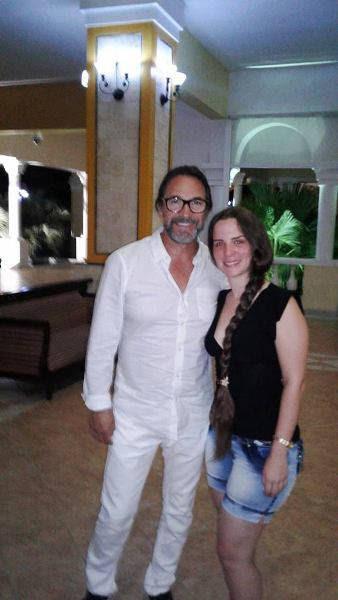 Marco Antonio Solís junto a la periodista Claudia Ojeda.