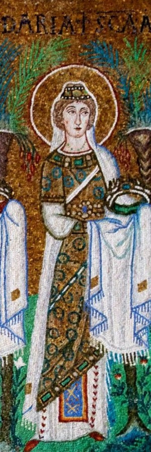 Detalle de Santa Daría en el cortejo de vírgenes de San Apolinar de Rávena, Italia. Mosaico paleocristiano.