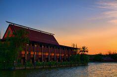 Disney Resorts -- Polynesian Resort