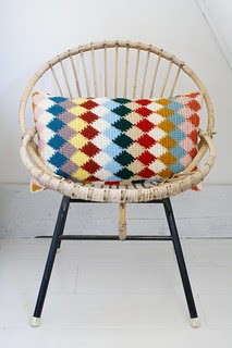 wood & wool knitted harlequin pillow 017