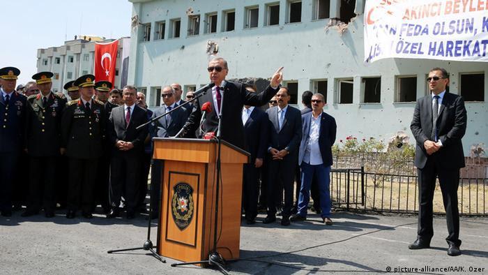 Presidente da Turquia, Recep Tayyip Erdogan, no quartel do esquadrão das forças especiais