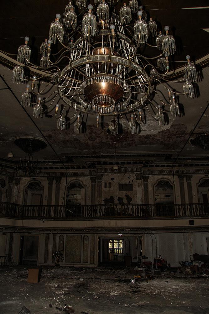 Ballroom Hotel Saint Louis © 2014 sublunar