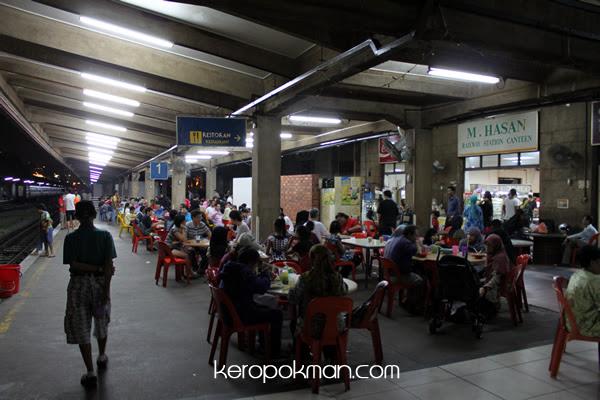 Eating at the Platform