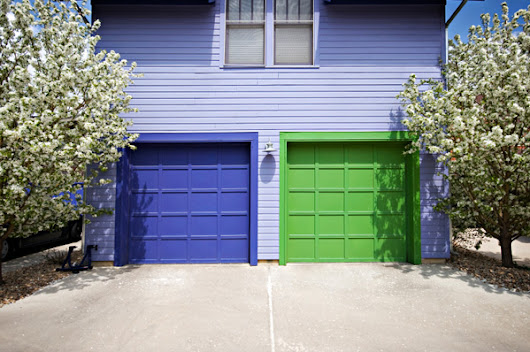 Four Easy Steps to Choose a Color for Your Garage Door -