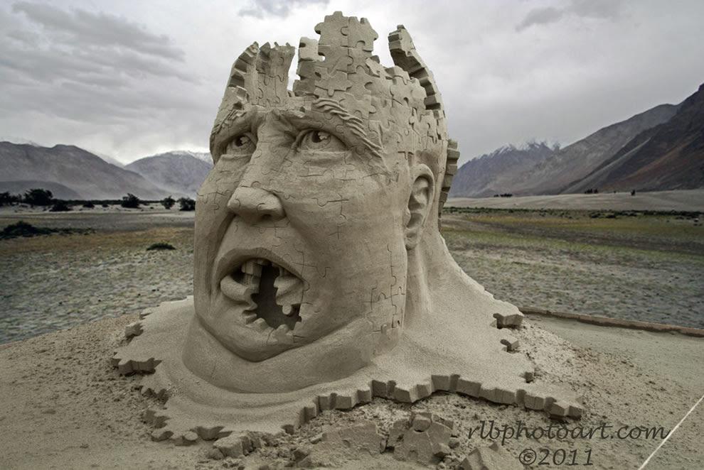 Puzzled sand sculpture