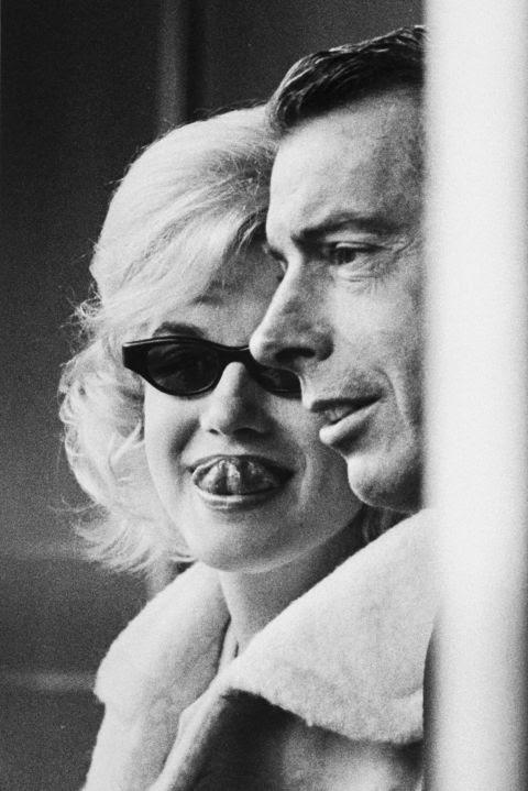 11 Nisan 1961 tarihinde Yankees oyunu daha sonra kocası Joe DiMaggio ile.