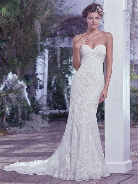 25  best ideas about Fitted wedding dresses on Pinterest