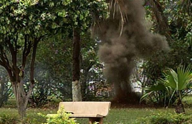 Polícia frustra explosão de caixa eletrônico e destrói dinamites, em Acreúna, Goiás (Foto: Reprodução/TV Anhanguera)