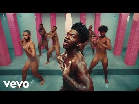 """Preso por ser gay, Lil Nas X planeja fuga da prisão em videoclipe de """"Industry Baby"""", faixa faz parte de campanha beneficente para enfrentar encarceramento racista nos EUA; Assista!!"""
