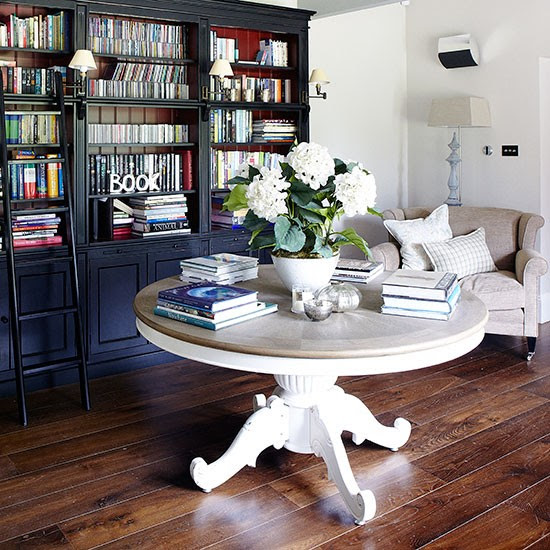 Living room library | Herfordshire barn conversion | House tour | PHOTO GALLERY | Country Homes & Interiors | Housetohome.co.uk