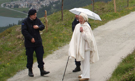 The mysterious lady, dressed in white, at Bilderberg