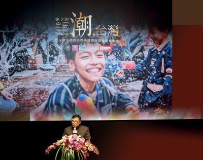 外交部國際傳播司司長張國葆致詞時,感謝國內外參賽者拍攝動人影片, 讓外國友人跨越疆界,透過動人、 溫暖的影片,認識最美好的台灣。